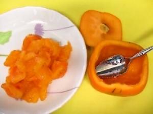 柿の白和え・果肉をくりぬく