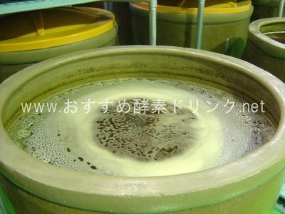 陶製かめの中の発酵