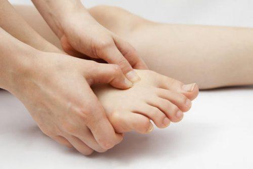 足の爪を負傷